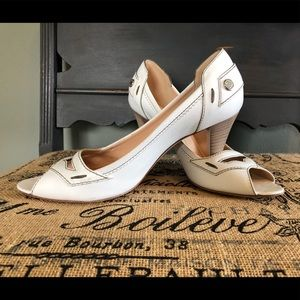 REPOSH Tod's white leather pump with wooden heel